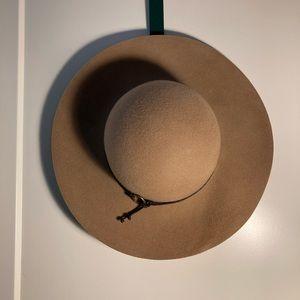 Delux 100% Wool Hat